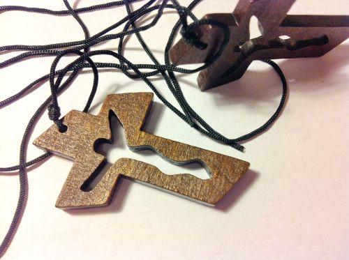 Крест деревянный с прорезанным силуэтом